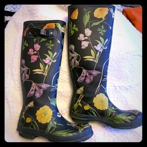 Tall Hunter Floral Navy Boots with Boot Socks
